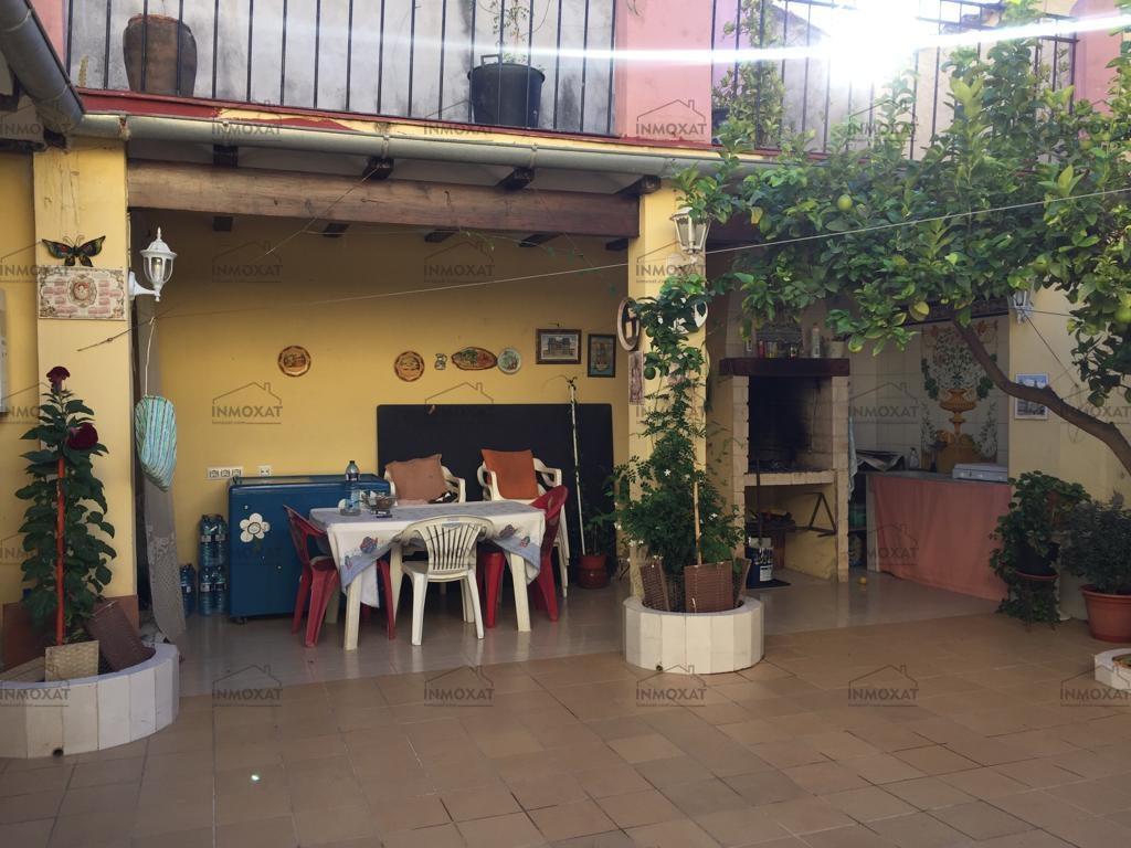 Casa en venta con patio y terraza